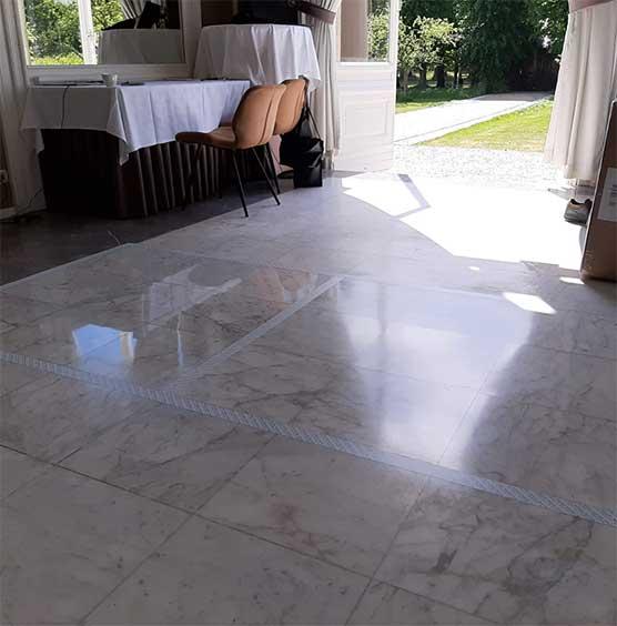 marmeren vloer schoonmaken door SchoneVloeren.nl