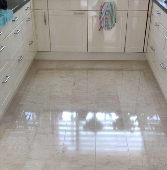 marmeren vloer weer als nieuw schoonmaken door SchoneVloeren.nl