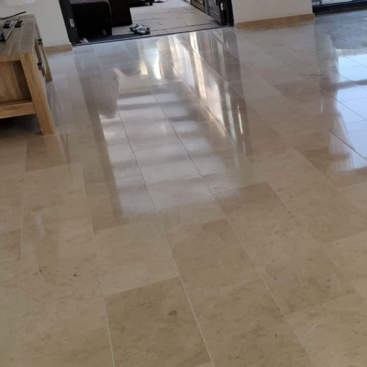 Project Medemblik marmer vloer reinigen slijpen zoeten kristalliseren