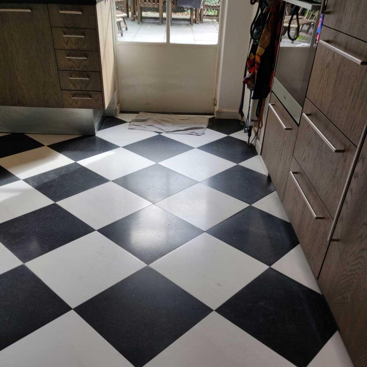 Project Bussum natuursteen tegel vloer reinigen en impregneren
