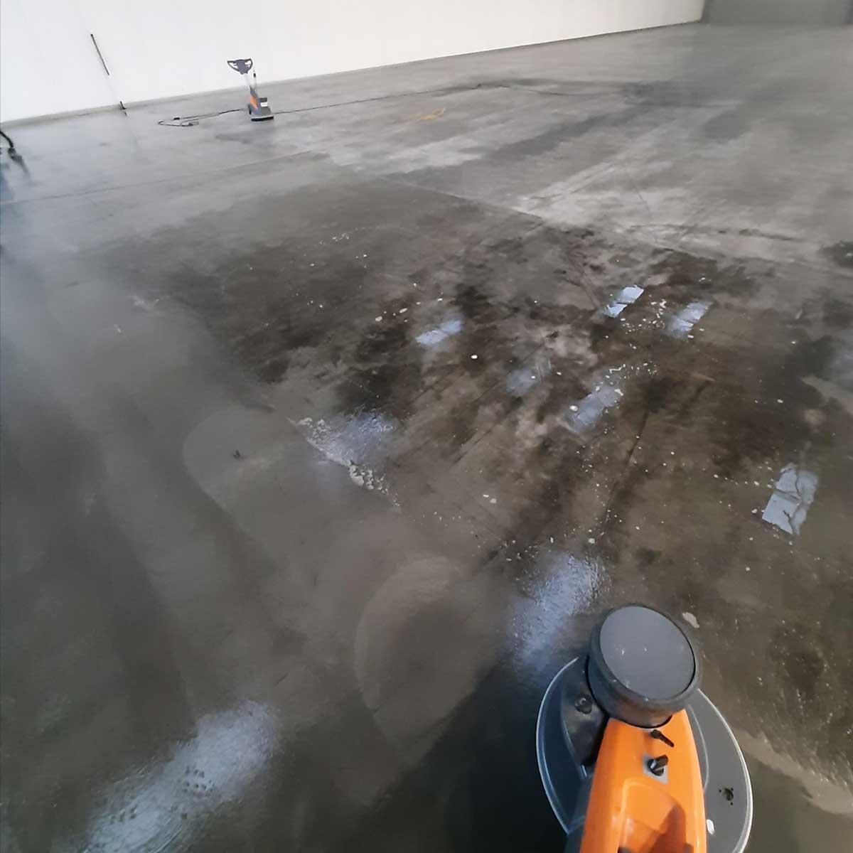 SchoneVloeren.nl Project Beverwijk reinigen 1.000 m2 betonvloer