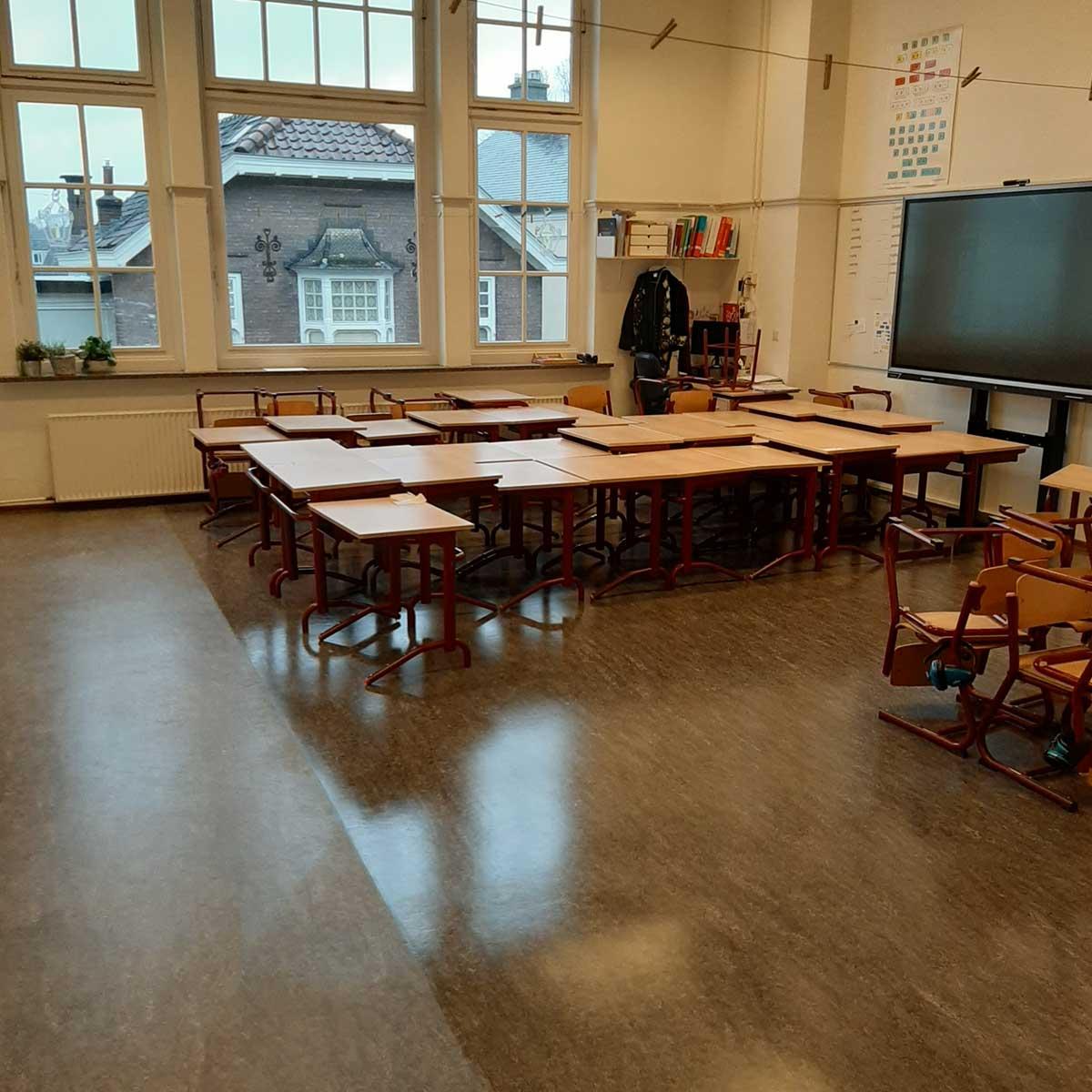 SchoneVloeren.nl Project Soest reinigen en polymeren linoleum vloer